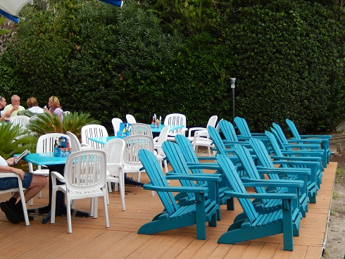 Beach chairs for parties and lounging at Bummz between the bar and the ocean
